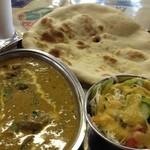 シダータ - Aランチ 日替わりカレーはオクラとチキン