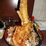 天丼の岩松 - 穴子丼900円 20cmほどある穴子が直立してます。フレームインできないほど大きい穴子くんです。