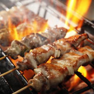 認定焼師が丹精込めて焼き上げます!炭火焼鳥を是非ご賞味ください♪