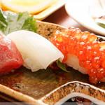 あみ焼割烹幸だるまなごみ - お寿司も絶品です。