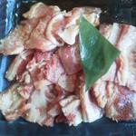 21508552 - チョット食べちゃった特盛りカルビ(ファミリーカルビ125g・豚カルビ125g)