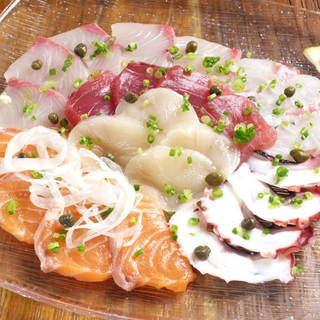 【鮮魚のお刺身カルパッチョ6点盛り】780円