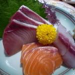 秀吉 - 鰆とハマチ、サーモンのお造り (お昼のミニ会席)