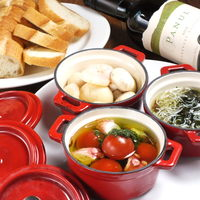Japanese x Italian BARU HAMAKIN - アヒージョは定番の海老とマッシュルームもものから四万十海苔と愛知県産シラスのものもあります。