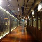 トラットリア・アリオリ - 右側に〜お店のカフェ・カーテン