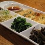 明洞 - 料理写真:ナムル盛あわせと韓国風豆腐焼き