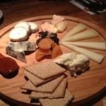 チーズレストラン DAIGOMI - チーズ盛り合わせ