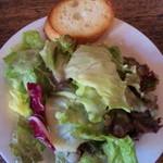 21519350 - 付属のサラダとパン