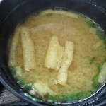 21519823 - ワカメとお揚げの味噌汁。