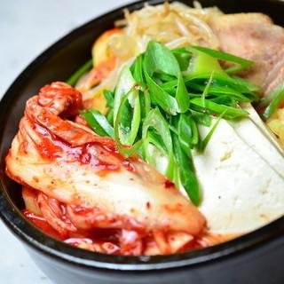 肉も韓国の料理も野菜が盛りたくさん!