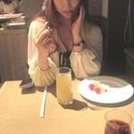 21520431 - レストランに行くので軽くね!