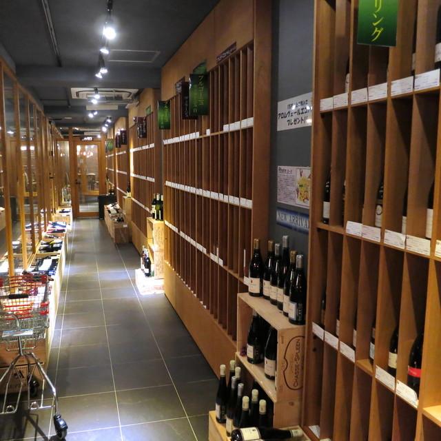 カーヴ・ド・コンマ - 此方はワインショップなんですね