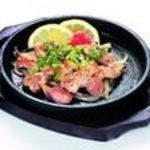 阿波水産 - 阿波尾鶏モモ肉鉄板焼き