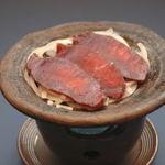 盛楽苑 - 天然丹沢産【鹿肉の陶板焼き】