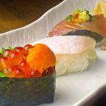 丸十 和鮮 - 料理写真:【お寿司】カツオ、カンパチ、ウニイクラが店長のお任せ三種。どれもおいしくて悩んでしまう。