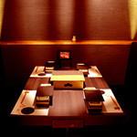 GINZA 春夏秋豚 - 4名様までの使いやすい個室も2つございます。落ち着いた空間で親しい友人や職場の方などと。早めのご予約がオススメ!