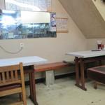 秋田食堂 - テーブル席は2席だけ