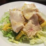 パンとごはん - 茹で鶏とカレー風味のマカロニサラダ