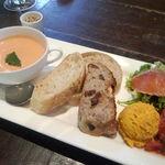 21533137 - Aセットのパン、スープ、前菜(1,200円)