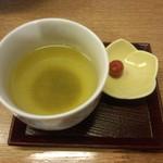 麺匠あじゃり - サービスのお茶