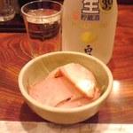 養老乃瀧 - 日本酒「白鶴生貯蔵酒 483円」と「お通し 221円」