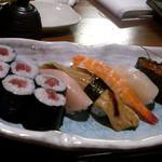 居魚屋 味よし - お寿司盛り合わせ