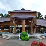 山麓館農場レストラン - 外観写真:建物の中央入り口