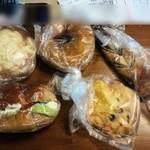 ベーカリー 三葉屋 - この日の自分たちのパンです