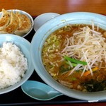 中華レストラン太郎 - 中華レストラン太郎 @中葛西 味噌ラーメンと半餃子と半ライス 650円