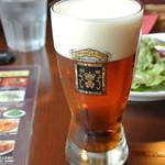 21545154 - ローズビア1/2Pt 520円 このビールの向こうには・・・透明度がイマイチでなにも見えませんでしたよ、バムセさん !