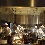 シンガポール シーフードリパブリック - 厨房の熱気