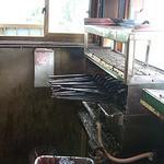 仲屋たいやき店 - 内観写真:年季の入った厨房