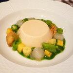 オーグードゥジュール メルヴェイユ - 前菜(ブランマンジェの上に牡丹海老、マンゴー、ミントのマリアージュ 緑野菜のクーリーで)