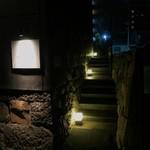 四間道レストランMATSUURA - この細い階段を上がります