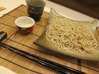 鈴音 - 今回も左半分が十割蕎麦で右半分が二八蕎麦です★