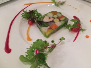 四間道レストランMATSUURA - (Entree)出てまいりましたよ!ここのスペシャリテの20種類以上の野菜を使ったテリーヌです。私これに再会したかったのです!