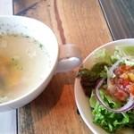 カフェゴーサンブランチ - パスタランチのサラダとスープ