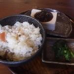 信州蓼科 麺 - サービスセット(五目ご飯の日替わり豆腐)(150円)