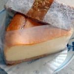 ジャリーヴ - 料理写真:ガトーフロマージュ450円