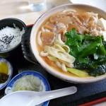 名古屋うどん - 料理写真:みそ煮込うどん(750円)