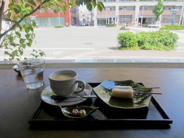 三條若狭屋 - ちご餅セット¥500(珈琲)、伝わるかな?この静けさ。