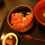 海の家 - 中トロ丼、食べている最中です、お見苦しくてすいみません