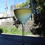 21568063 - グラスワインの白を