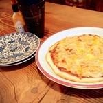 珈琲達磨堂 - 蜂蜜と4種の濃厚チーズピザ
