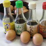 弁天の里 - たまごかけ・山椒・にんにく・辛醤油・いろんな味の醤油お好みで