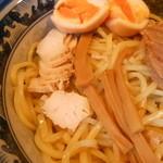 秋葉原つけ麺 油そば 楽 - 鶏チャーシューにメンマはこんな感じ