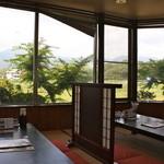 喜多八菜館 - 眺めのよい小上がり