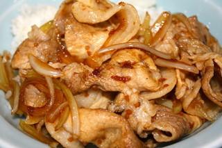 喜多八菜館 - 甲州ワイン豚焼肉丼アップ