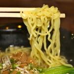 喜多八菜館 - 縮れ麺