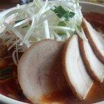 21576689 - 一徹式勝浦タンタン麺 中辛(720円)トッピングチャーシュー(200円)